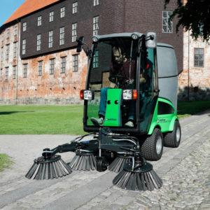 city-ranger-2250_action_suction-sweeper-unit_2_web