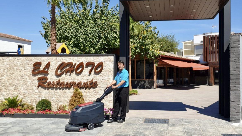 Entrega de fregadora Viper AS4325B en Restaurante El Soto